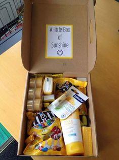 "Love the idea ""Little Box of Sunshine"" for b-day gift idea Birthday Surprise Boyfriend, Cute Birthday Gift, Birthday Gifts For Best Friend, Birthday Box, Best Friend Gifts, Gifts For Friends, Birthday Ideas, Happy Birthday, Presents For Bff"