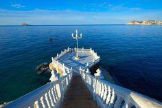 """En el """"balcón del mediterráneo"""" podrás disfrutar de estas vistas tan espectaculares a solo a un paso de nuestro hotel  ¡Ven y que no te lo cuenten!  #BalcóndelMediterráneo #Mediterráneo #Balcón #Benidorm #HotelCarlosI #HotelesBenidorm #Hotel #Hoteles #Benilovers #Vistas #Mar"""