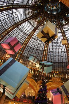 Christmas decorations at Galeries Lafayette Paris. Always find inspirational decoration ideas to bring back to French Living whenever I visit this gorgeous shop. Christmas In The City, Paris Christmas, Christmas Gifts, French Christmas, Modern Christmas, Christmas Trees, Lafayette Paris, I Love Paris, Beautiful Buildings