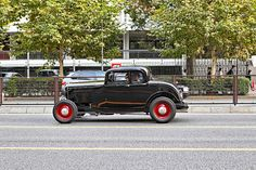 Snapped this awesome classic car on Aoyama Dori in Tokyo this week. The guys were looking at me a little suspicious. Haha. Not sure the model, but maybe a 1930s or 40s Ford?     www.facebook.com/JudoCruiseMixtape JUDO CRUISE MIXTAPE