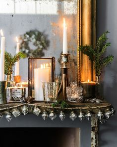 9 Dreamy Xmas arrangements that shouldn't miss from a Scandi home (Daily Dream Decor) Christmas Fireplace, Christmas Mantels, Noel Christmas, All Things Christmas, Winter Christmas, Vintage Christmas, Christmas Decorations, Holiday Decor, Nordic Christmas