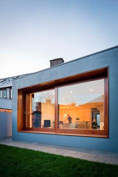 Recessed window creates internal and external seating in Dublin extension - Architecture Sliding Windows, Windows And Doors, Studios Architecture, Interior Architecture, Shop Interior Design, House Design, Cotswold House, Dublin House, Dublin Bay