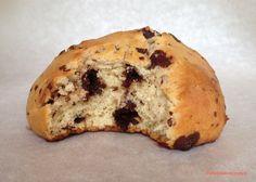 De délicieux petits pains briochés aux pépites de chocolat, parfaits pour le petit-déjeuner ou le goûter. La recette ici: http://www.atableavecmaya.com/recettes/petits-pains-brioches-aux-pepites-de-chocolat/