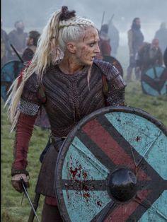 Torvi❣️ aka Georgia Hurst the Vikings Vikings Tv Show, Ragnar Vikings, Vikings Tv Series, Norse Vikings, Ragnar Lothbrok, Floki, Viking Braids, Viking Hair, Viking Dress