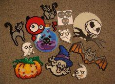 Halloween perler bead crafts Perler Bead Designs, Diy Perler Beads, Perler Bead Art, Pearler Beads, Fuse Beads, Diy Halloween, Hama Beads Halloween, Google Halloween, Halloween Designs