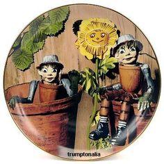 Bill and Ben Flowerpot Men, Hello Little Weeeeed! 1970s Childhood, Childhood Memories, Vintage Tv, Vintage Photos, Durham Museum, Funny Comic Strips, Television Set, Kids Tv Shows, Small Sculptures