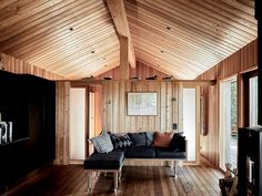 I can almost smell the wood. Tiny House Cabin, Cabin Homes, Tiny Houses, Cabin Design, Tiny House Design, Building Design, Building A House, Cottage Porch, Little Cabin