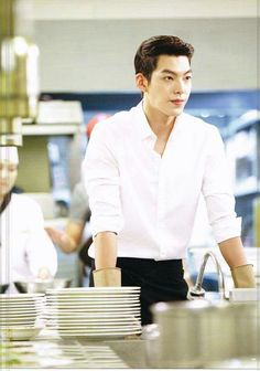 Kim woo bin cuci piring di The Heirs Kim Woo Bin, Asian Actors, Korean Actors, Korean Dramas, Korean Actresses, Kim Young Kwang, Sung Joon, Uncontrollably Fond, Kang Min Hyuk
