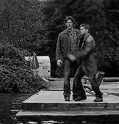 HOW HAVE I NOT PINNED THIS. First season jumping gif!