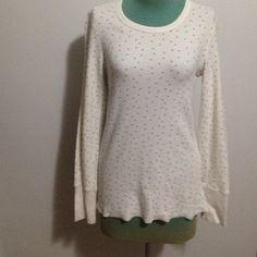 Aerie Thermal Cute aerie thermal in great condition! Cream colored with little gray stars/snowflakes! Could also fit medium aerie Tops Tees - Long Sleeve