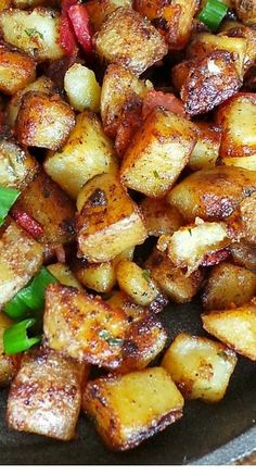 Breakfast Potatoes Bangin' Breakfast Potatoes I made these but added a few more slices of bacon.Bangin' Breakfast Potatoes I made these but added a few more slices of bacon. Breakfast Desayunos, Breakfast Dishes, Healy Breakfast, Breakfast With Potatoes, Breakfast Potato Recipes, Yummy Breakfast Ideas, Avacado Breakfast, Fodmap Breakfast, Breakfast Crockpot