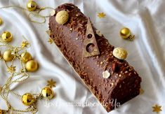Bûche praliné, vanille et chocolat LGY Beaux Desserts, Fun Desserts, Christmas Cooking, Christmas Desserts, Brunch, Yule Log, Something Sweet, Coco, Holiday Recipes