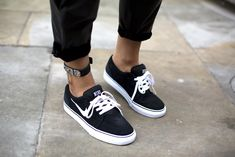 Nelly ankle cuff,Nike Satire sneakers (image:indiarose)