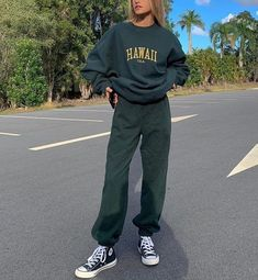Skater Girl Outfits, Teen Fashion Outfits, Fashion Mode, Mode Outfits, Aesthetic Fashion, Aesthetic Clothes, Look Fashion, 80s Fashion, Fashion Ideas