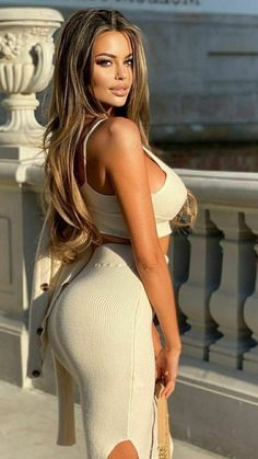 White Outfits, Sexy Outfits, Curvy Women Fashion, Womens Fashion, Dress Skirt, Bodycon Dress, Sexy Women, Glamour, Engine Tattoo