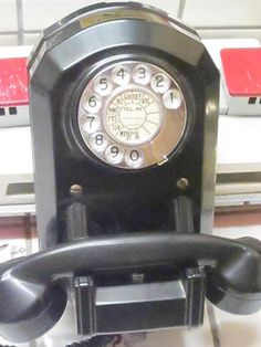 VINTAGE AE 50 AUTOMATIC ELECTRIC MONOPHONE PHONE BAKELITE DIAL WALL TELEPHONE Vintage Phones, Vintage Telephone, Retro Phone, Antique Glassware, Record Players, Typewriters, Camera Phone, Tvs, Radios