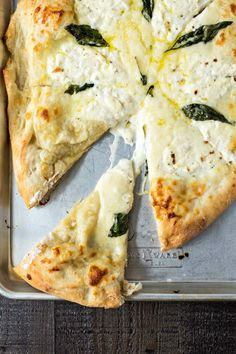The BEST white pizza you will ever make! Made with store-bought dough, shredded mozzarella cheese, ricotta cheese, and pecorino romano cheese, this pizza is super simple to make and will be best addition to your weeknight dinners. I Love Food, Good Food, Yummy Food, Vegetarian Recipes, Cooking Recipes, Healthy Recipes, Vegetarian Pizza, Comida Pizza, Flatbread Pizza