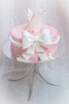 Tårta cake rosa pink girl flicka tjej crown krona doptårta christening cake baby rosett söt ⭐sockerlinn.se⭐