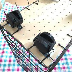 工具不要!セリアの材料600円でキャスター付きワイヤーラックが完成☆|LIMIA (リミア) Cardboard Crafts, Metal Crafts, Upcycled Crafts, Diy Home Crafts, How To Make Diy, Diy Interior, Craft Organization, Diy Kitchen, Diy Room Decor