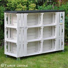 Outdoor DIY bar using crates