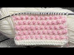 """<Совсем не сложный и красивый узор, может быть двухцветным, а можно связать его и однотонным. Рапорт узора состоит из 2-х петель и 8-ми рядов. Для образца узора набираем количество петель кратно 2+2 кромочные петли. Урок от """"Страна Вязания"""" ... Lace Knitting Patterns, Knitting Stitches, Stitch Patterns, Bible Prayers, Knitting Videos, Master Class, Shibori, Knit Crochet, Blanket"""