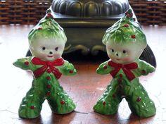 VINTAGE 1950s KREISS HOLLY CHRISTMAS TREE SALT AND PEPPER SHAKERS FIGURINES