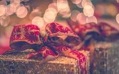 Download wallpapers Gift boxes, Christmas, New Year, evening, silk bows