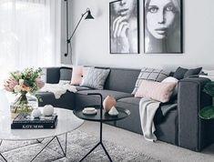 formidable-deco-salon-gris-couleur-peinture-salon-gris-perle-canape-couleur-anthracite-petits-accents-rose-douce-belle-deco-murale-salon