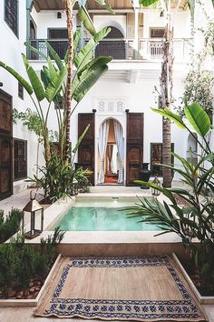 island accomodation with courtyard pool / sfgirlbybay