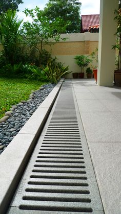 With Jonite channel gratings and trench gratings, outdoor drain covers are more than functional products – they become a cornerstone in your design. Outdoor Walkway, Outdoor Flooring, Outdoor Landscaping, Backyard Drainage, Landscape Drainage, Sustainable Architecture, Architecture Design, Drainage Grates, Grill Gate Design