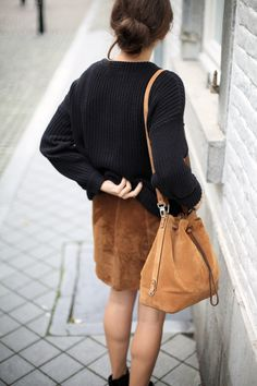 BUCKET BASH | Fiona from thedashingrider.com wears Mango Suede Skirt, American Apparel Fisherman Knit, Selected Boots and Le Tanneur Suede Bag #ootd #whatiwore #petite #petiteblogger