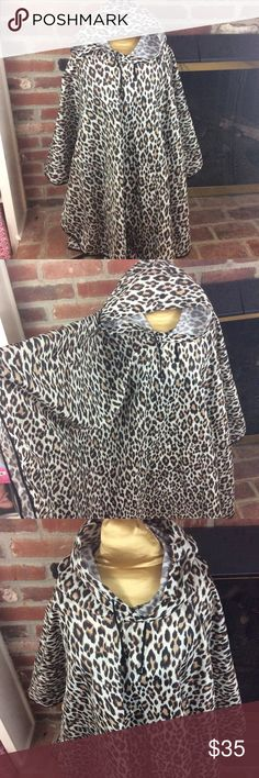 Chico's self-storing Leopard print rain poncho Chico's self-storing Leopard print rain poncho *NWOT* One size fits all Draw string hood Chico's Jackets & Coats Capes