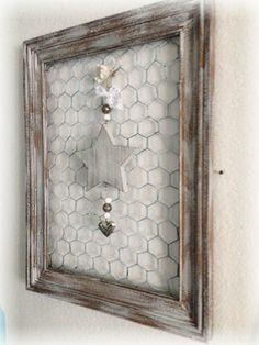 Gartenstele mit objekten aus stahlband ideen aus draht - Holzwurm im fensterrahmen ...