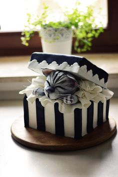 Gift box cake with a cute kitty Cake by FreshCake - Torten rezepte Fancy Cakes, Cute Cakes, Pretty Cakes, Unique Cakes, Creative Cakes, Kitten Cake, Rodjendanske Torte, Gift Box Cakes, Gift Boxes