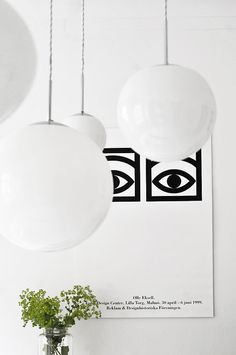 Lampes Avec Globe Blanc / White Glass Globe Lamps From Bauhaus