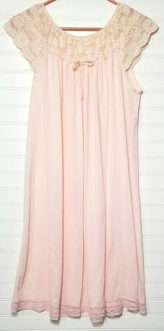 027effa268 Vintage Pale Peach Gown Nightgown Beige Lace Neckline Sleeves Size Medium  USA  TagFaded