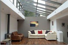 verriere de toit dans un salon contemporain