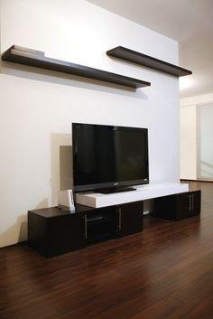 Composición del lado de la tele Living Room Designs, Living Room Decor, Living Spaces, Flat Tv, Garage Doors, Anime Pictures, Room Ideas, Decor Ideas, Wall Units
