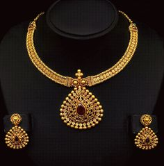 Jewellery Designs: Antique Gold Necklace with Trendy Locket