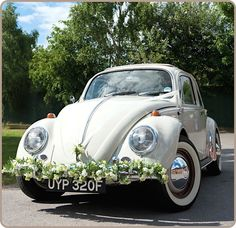 The perfect laid-back wedding car ✌️ Wedding Pics, Dream Wedding, Wedding Bells, Diy Wedding, Wedding Ideas, Kent London, Wedding Car Decorations, Wedding Transportation, Beetle Car
