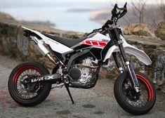 A supermoto would be so fun! Yamaha Supermoto, Ducati Hypermotard, Enduro Motorcycle, Moto Bike, Street Bikes, Road Bikes, Cool Dirt Bikes, Side Car, Dual Sport