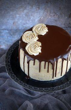 Gesztenyetorta csokival csurgatva Hungarian Desserts, Hungarian Cake, Smoothie Fruit, Cookie Recipes, Dessert Recipes, Rainbow Food, Beautiful Desserts, Dessert Decoration, Mousse Cake