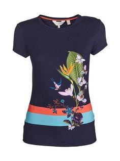 Ted Bakerin lyhythihaisessa Immyeni Tropical Oasis -puserossa on houkuttelevan kaunis kukkaprintti edessä. Fitted-mitoitetun puseron materiaali on miellyttävän joustavaa.