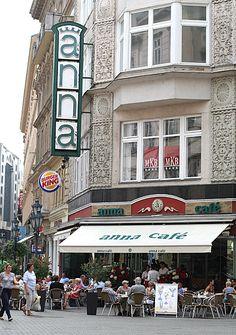 Anna Cafe, Váci Street, Budapest Venez profitez de la Réunion !! www.airbnb.fr/c/jeremyj1489