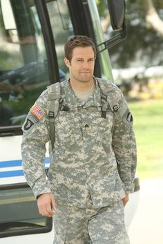 Geoff Stults in Enlisted
