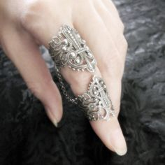 Gorgeous ring(s)! Love and must have!