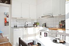 White kitchen with stainless steel and butcher board countertops | Alvhem Mäkleri och Interiör