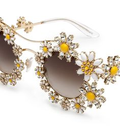 metal sunglasses with daisy jewels Margherite Flower Sunglasses, Cute Sunglasses, Sunglasses Women, Sunnies, Luxury Sunglasses, Funky Glasses, Cool Glasses, Jewelry Accessories, Fashion Accessories