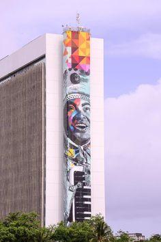"""""""Gonzagão"""". Mural grafitado. Eduardo Kobra Encontra-se em Recife, Pernambuco, Brasil. Painel apresenta 77 metros de altura por 16 metros de largura. Fotografia: Divulgação."""