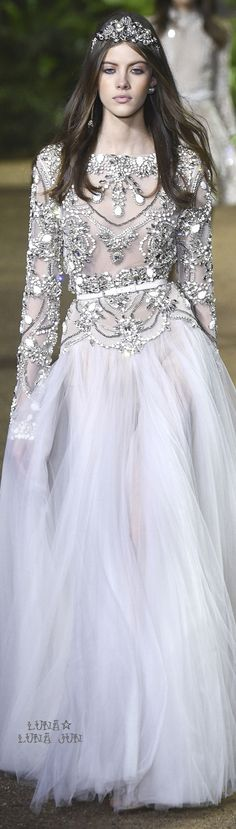 ELIE SAAB HAUTE COUTURE - Beautiful sparkle and princess fantasy from Elie Saab's latest haute couture collection, swoon. Anna Cleveland at Elie Saab Haute Couture Spring 2016 Style Couture, Couture Fashion, Runway Fashion, Fashion Show, Paris Fashion, Fashion Glamour, High Fashion, Elie Saab Couture, Beautiful Gowns